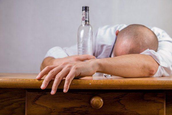 rsz_alcohol-428392_640