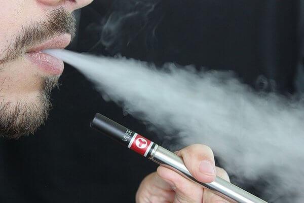 rsz_e-cigarette-1301670_640