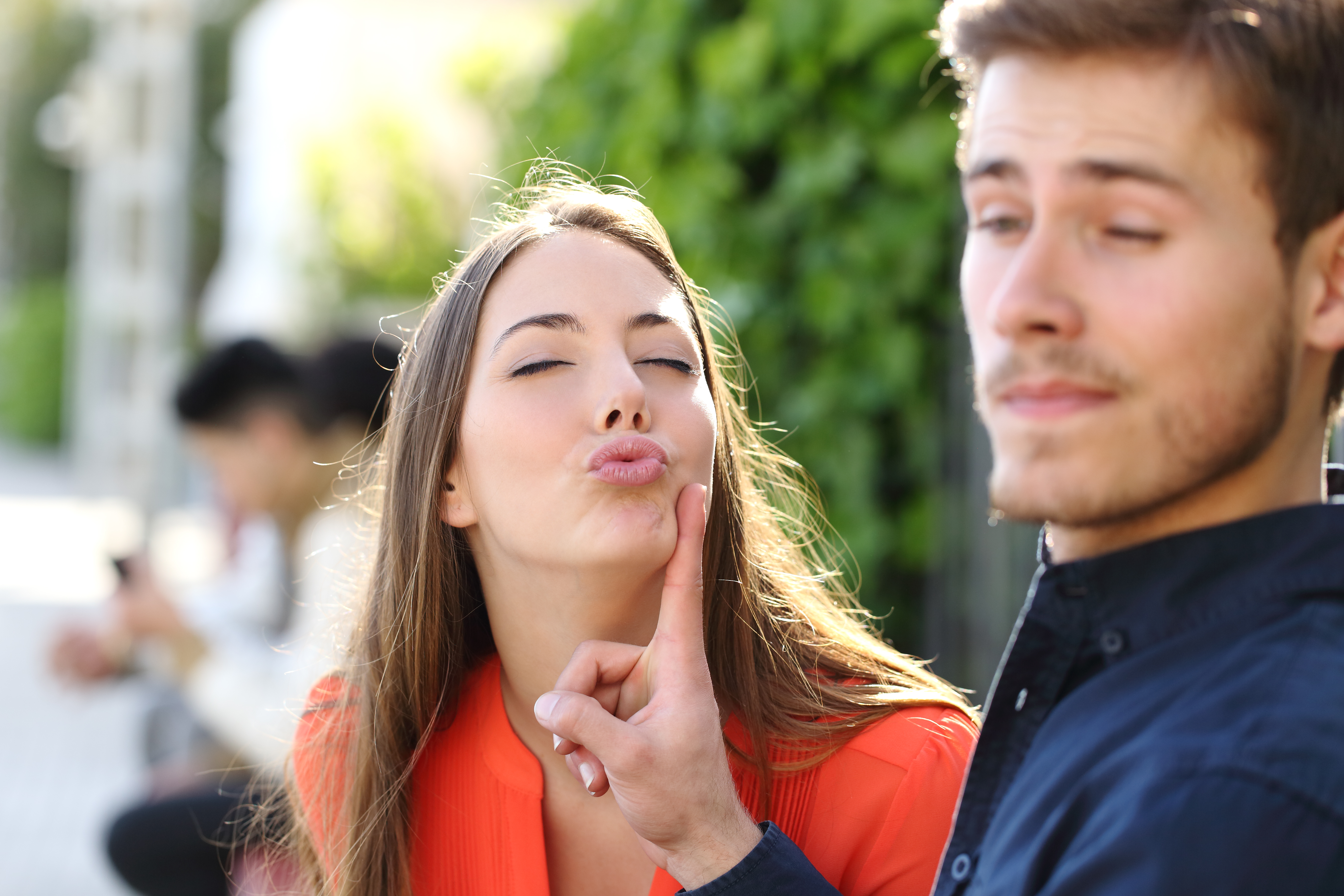 7 Ways You Know A Girl Likes You As More Than A Friend