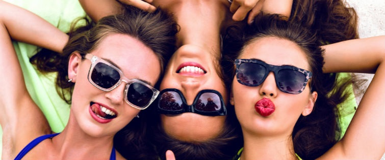 Meet Women While Travelling Tsb Tsb Magazine Tsb Magazine